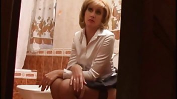 Den blonde drillede operatøren og fik en pik i danske private sexfilm røvet
